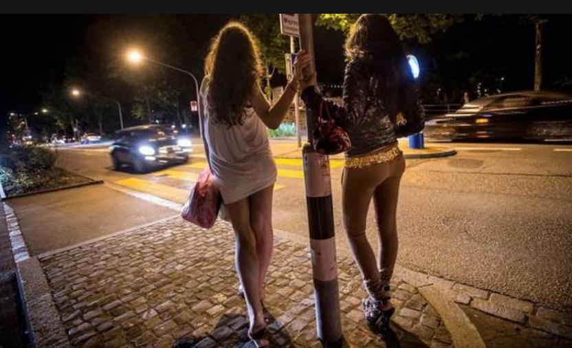 Вызвали проституток