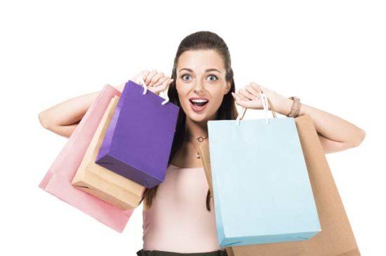 Девушка в шоке от покупок