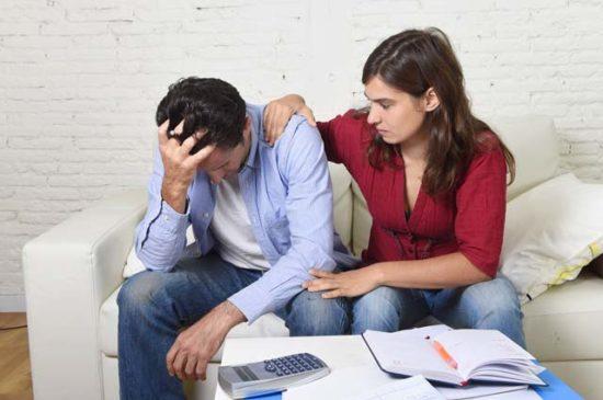 Молодая семья переживает из-за денег