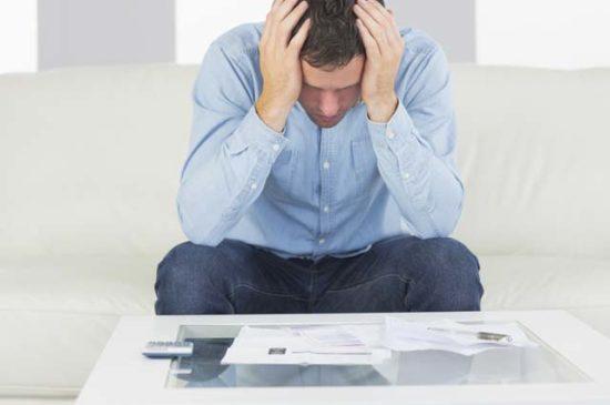 Мужчина в шоке от долгов