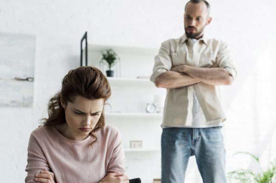 Муж требует от жены