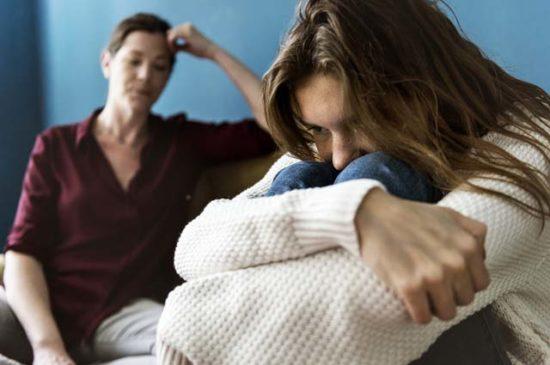 Дочь расстроена не может договориться с мамой