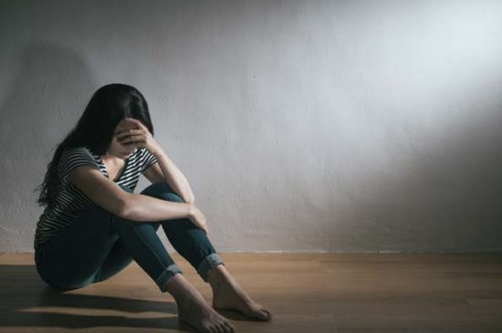 Женщина расстроена в депрессии