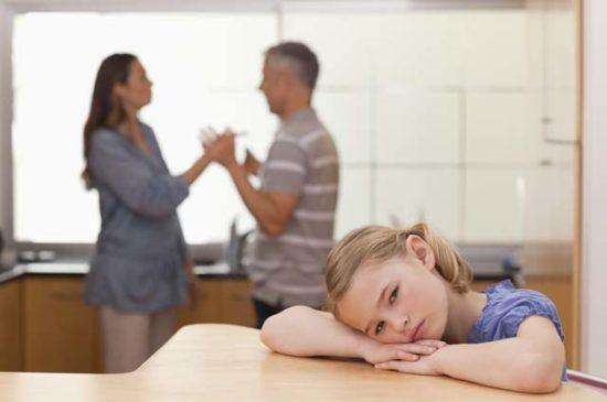 Конфликт родителей девочке грустно