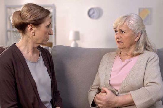 Две пожилые женщины