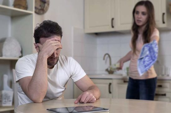 Жена критикует мужа