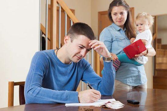 Финансовые проблемы в семье, жена просит денег