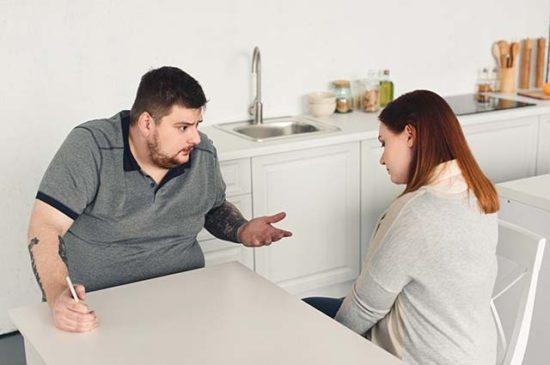 Ссора мужчины и женщины на кухне