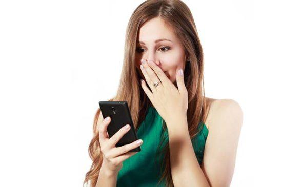 ЖЕнщина расстроена от смс