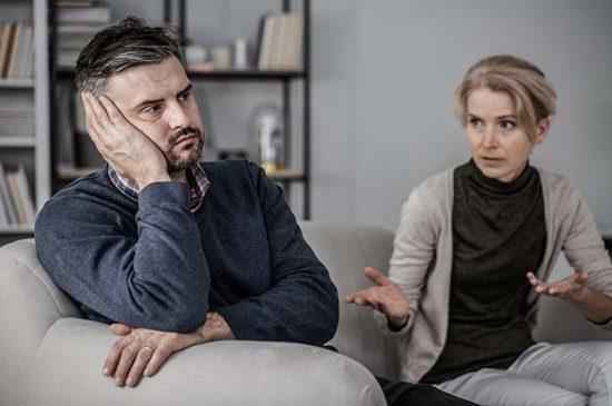 Мужчина устал от жены, конфликт