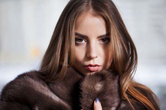 Портрет девушки в норковой шубе