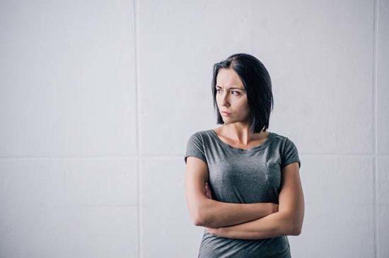 Расстроена взрослая женщина