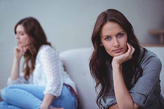 Две девушки после ссоры