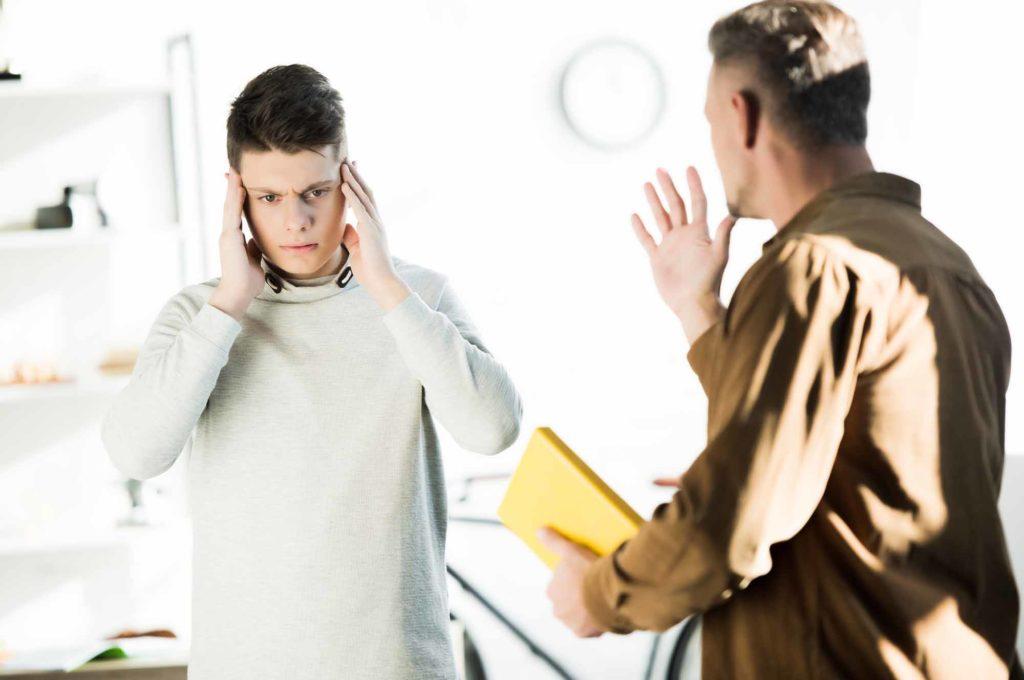 Конфликт между подростком и отцом