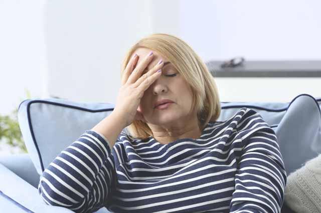 Взрослая женщина расстроена