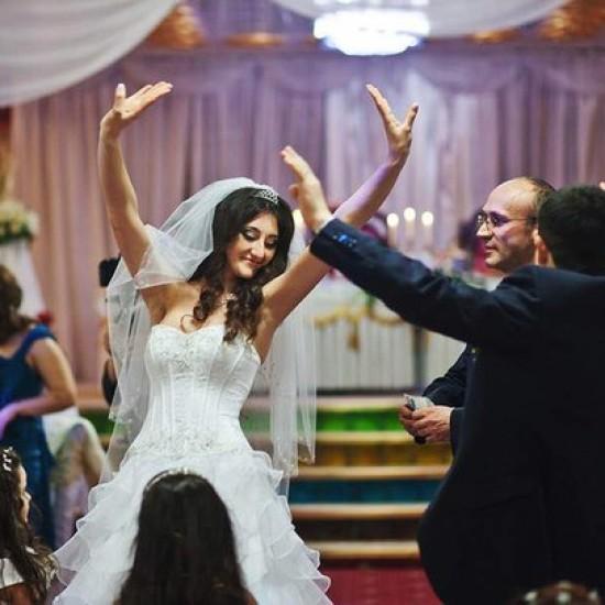 В лучших традициях свадьбы