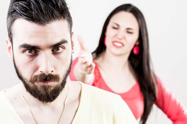 Жена ругается на мужа