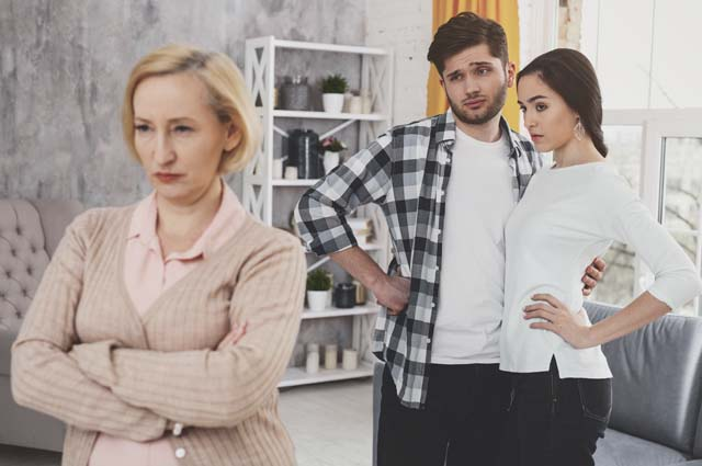 Женщина не довольна решением молодых
