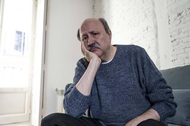 Взрослый мужчина расстроен