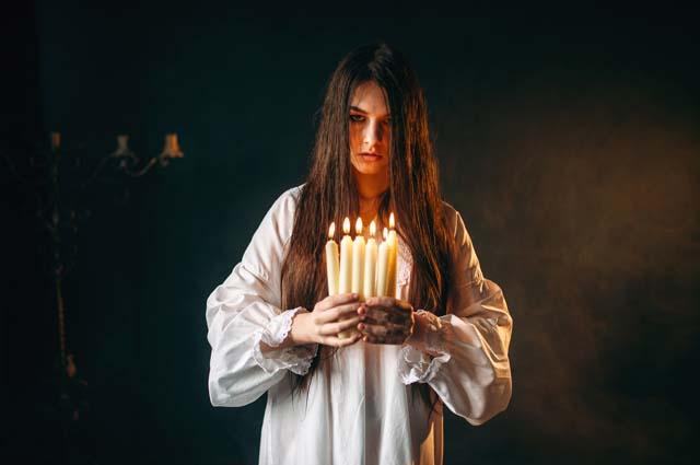 Девушка колдунья