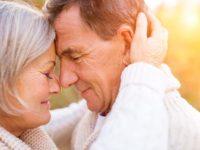Влюбленные пожилые люди