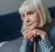 Печальная, пожилая женщина