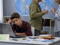 Родители ссорятся, ребенок учит уроки