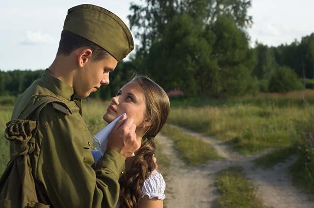 Девушка с солдатом