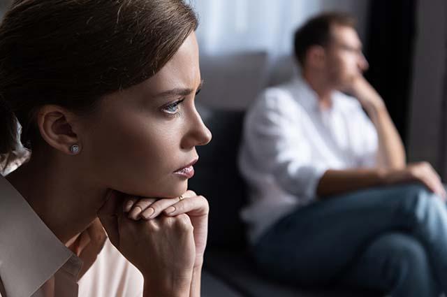 ЖЕнщина с мужчиной после ссоры