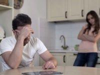 Жена ругает мужа