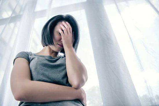Женщина размышляет