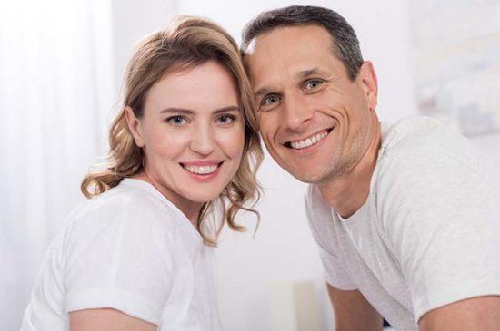 Муж и жена счастливы