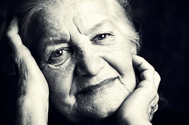 Портрет доброй пожилой женщины