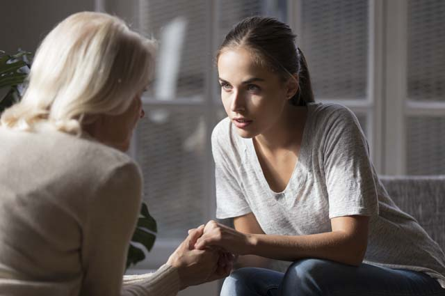 Серьезный разговор дочери с мамой