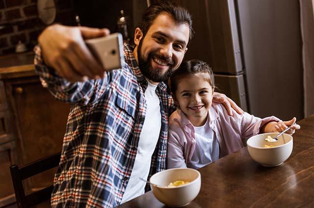 Отчим смог ей дать больше, чем родной отец - Истории из реальной жизни