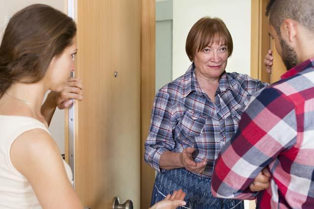 Тёща готова помочь, но квартиру предлагает записать на неё - Истории из реальной жизни