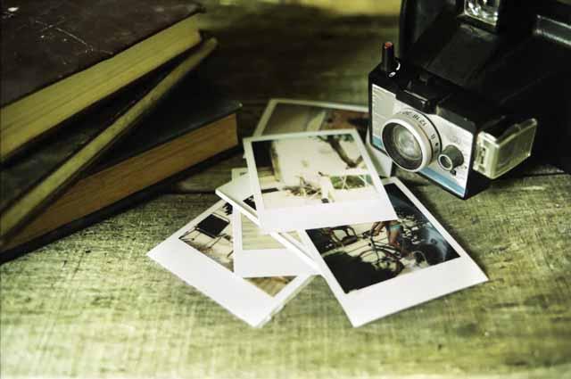 Старый фотоаппарат и фотографии