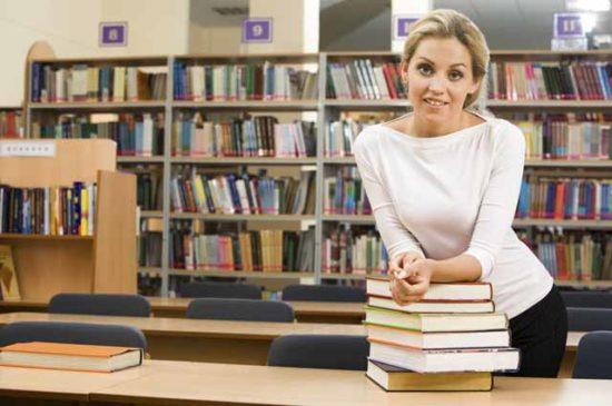 Девушка библиотекарь