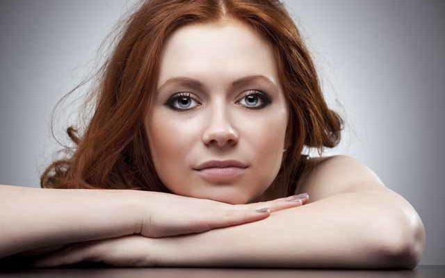 Портрет симпатичной девушки