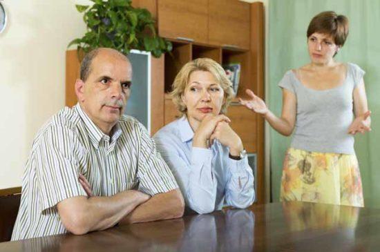 Ссора между родителями и дочерью